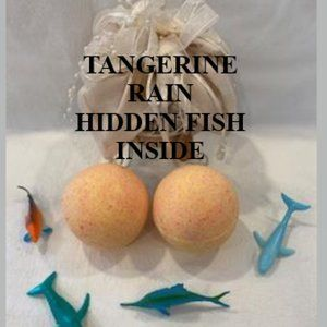 FIZZY BATH BOMBS WITH FISH HIDDEN INSIDE LOT OF 6